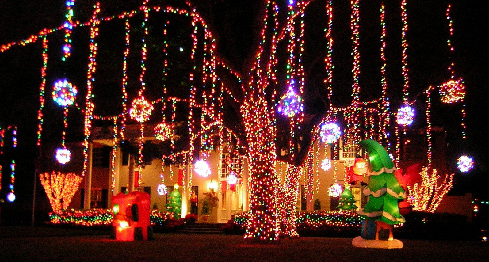 The Artful Dodger: Christmas Lights in River Oaks